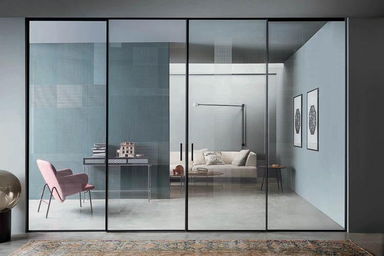 Exklusiver Raumteiler und Schiebetür aus Glas
