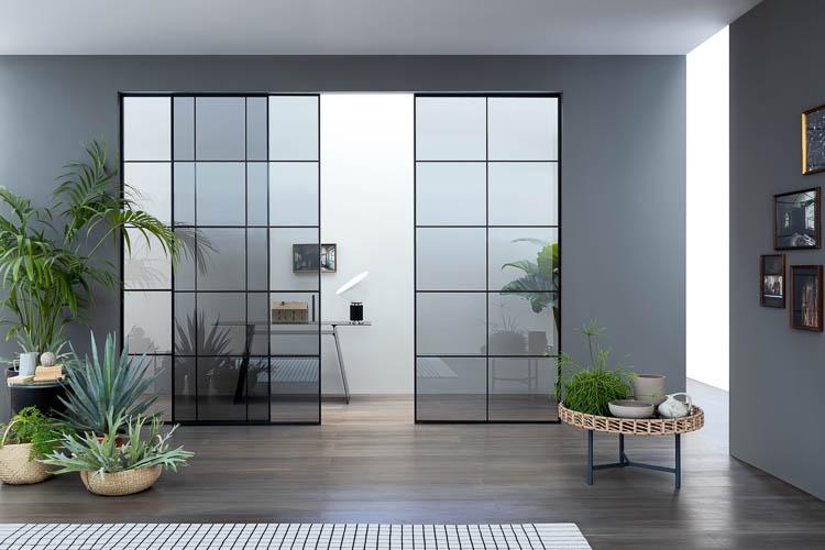 Industriedesign Tür in Stahl-und-Glas Optik