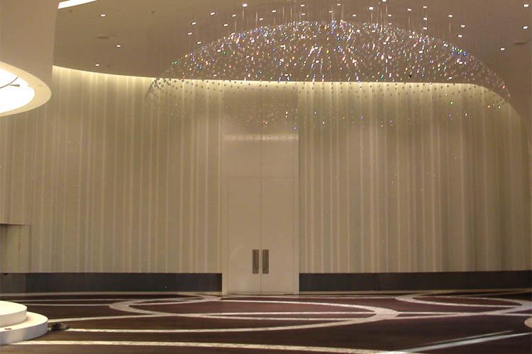Überdimensionales Türelement 2-flg. in Bankettsaal 8,3 Meter hoch