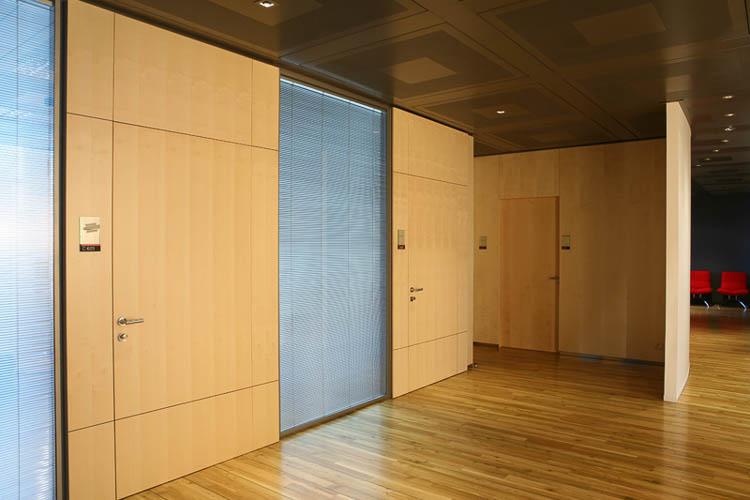 flächenbündige Tür mit Festverglasung raumhoch