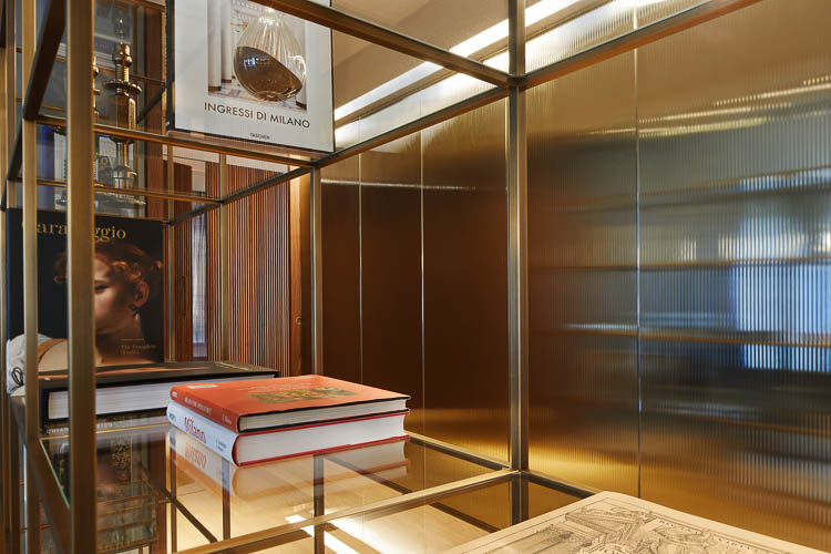 Raumteiler mit Designglas und Raumteiler Bücherregal